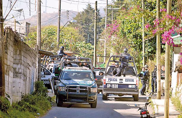 Tiran más cadáveres, asaltan Coppel y gasolinera en Xalapa y matan a exalcalde