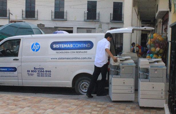 Embargan máquinas fotocopiadoras a ayuntamiento de Papantla