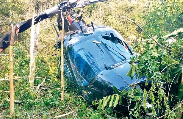 Cae helicóptero en Tihuatlán; ocupantes salieron ilesos