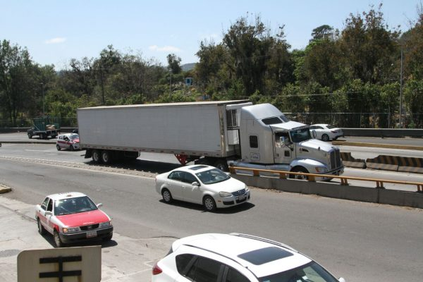 Restricción de paso de unidades pesadas en manos de SCT y Tránsito: Heriberto Ponce