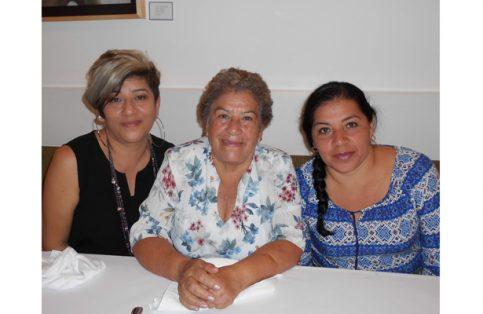 Consuelo Quintero con sus hijas Selene y Naela Orozco.