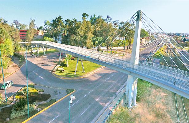 Entrega Américo puente ciclo peatonal en Zona Universitaria