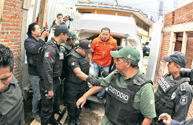 Seguirá encarcelado el exgobernador interino Flavino