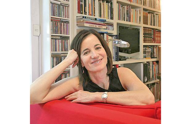 La escritora Mónica Lavín presenta libro hoy, en Boca del Río