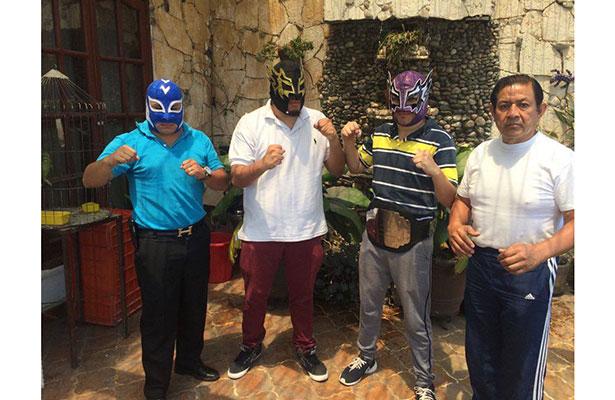 """Rey Azteca, Dragón de la Muerte, Ciclón Diabólico y el Caballero Negro son algunos de los brillantes gladiadores que subirán al ring del """"Palacio de la lucha libre xalapeña""""."""