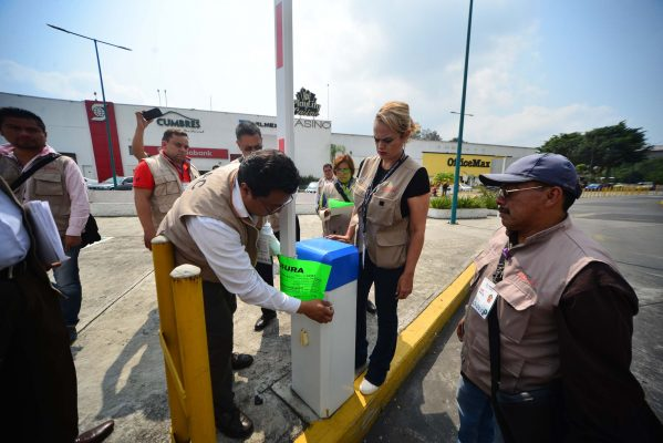 Comercio inmoviliza plumas del estacionamiento de Plaza Ánimas