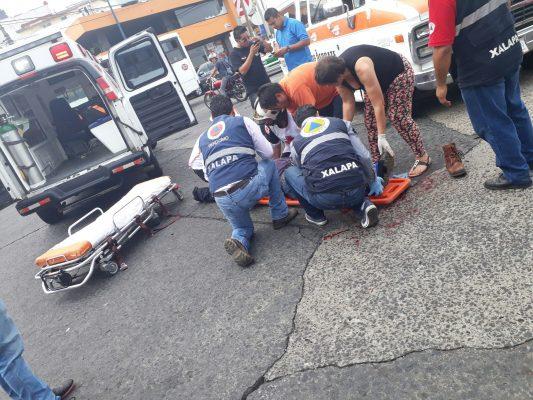Camioneta atropelló a motociclista en avenida Xalapa