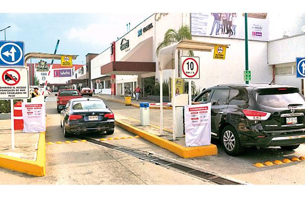 Cobran en estacionamiento de Plaza Ánimas; no tiene permiso: Comercio