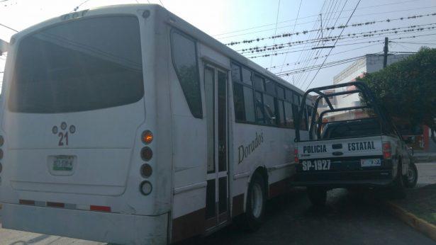 Choca patrulla contra autobús en Córdoba