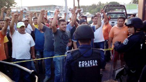 Apoyo de la base sindical para el líder / Foto: Raúl Solís