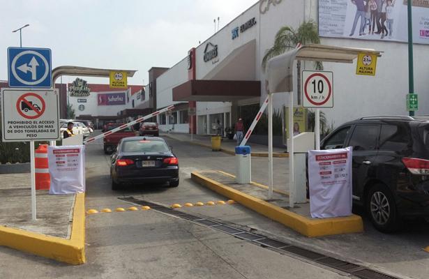 Estacionamiento de plaza Ánimas inició cobro a clientes de locales comerciales