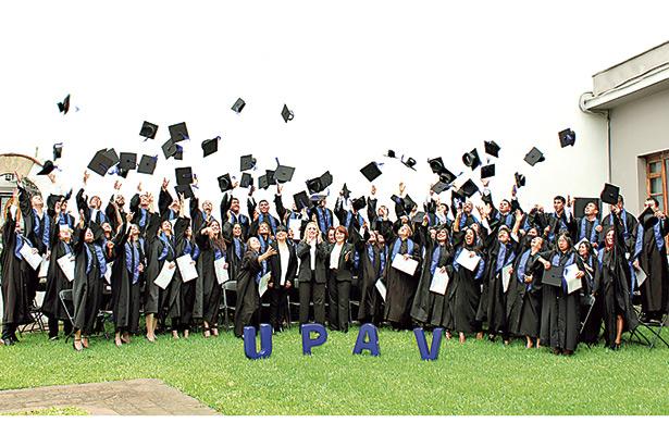 3 mil certificados de bachillerato y licenciatura, entrega UPAV