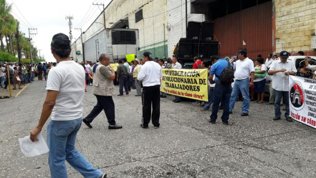 De nueva cuenta la CRT se manifiesta en apoyo a trabajadores despedidos de 3M