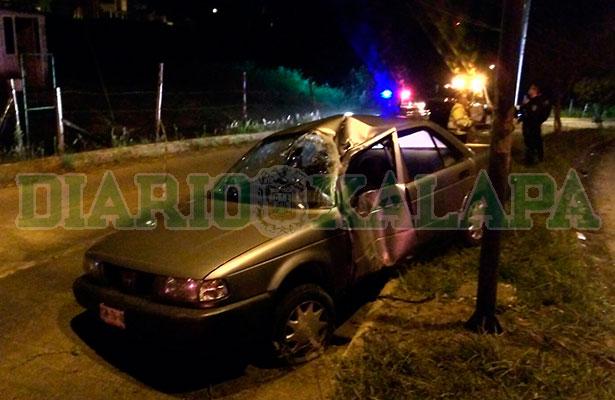 Camino a Arco Sur estrelló su auto contra poste