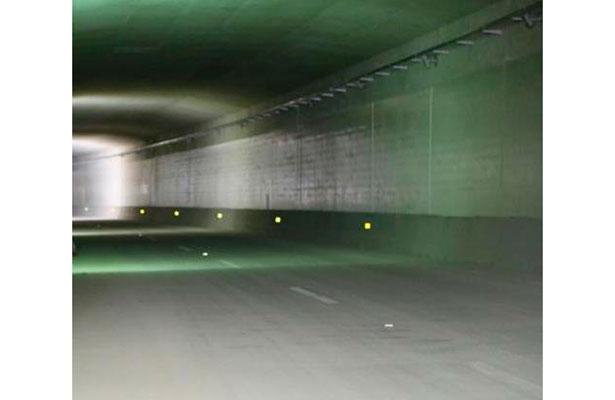 Sin luz en túnel sumergido