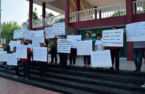 Continúan las protestas en Poza Rica, por cierre del SNE