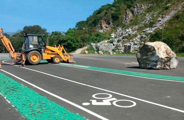 Derrumbe de rocas en carretera de Orizaba