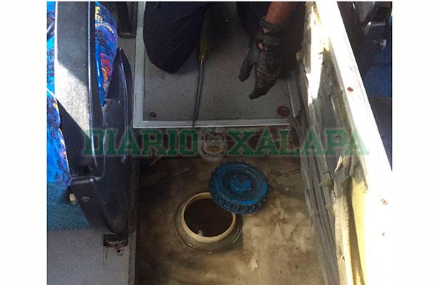 Policía Federal decomisa 175 litros de cocaína base en autobús de pasajeros