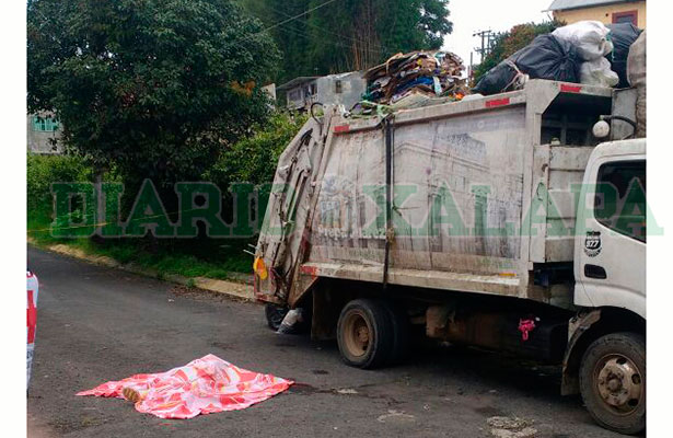 Muere tras caer de camión de la basura en la colonia Lucas Martín de Xalapa