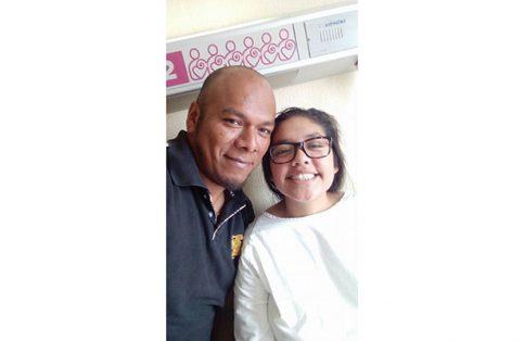 Con su hija Sury después de pasar momentos de angustia en el hospital.