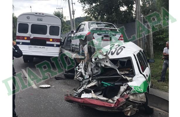 Aparatoso accidente en la carretera Coatepec-Xalapa