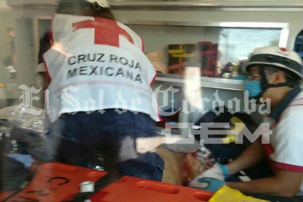 Atacan a balazos a comerciante; queda gravemente herido