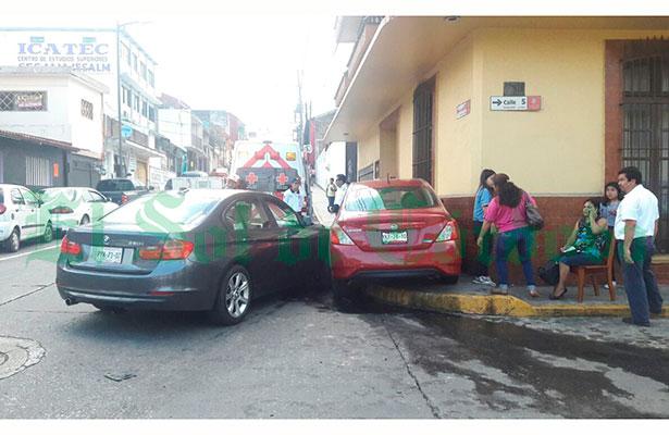 Crisis nerviosa y daños por 25 mil pesos por percance automovilístico