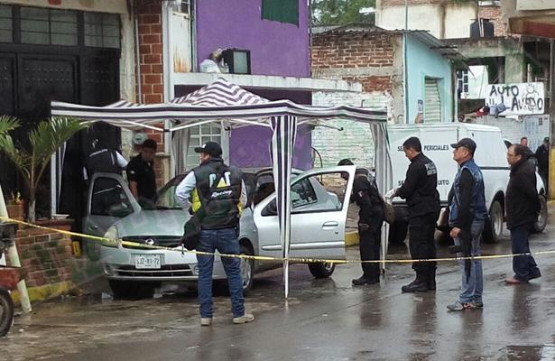 En El Castillo hombre muerto dentro de un auto; presentaba disparo