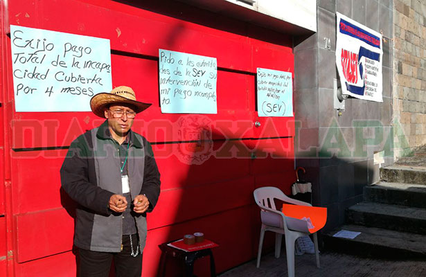 Manifestante toma la subdirección de Recursos Humanos de la SEV