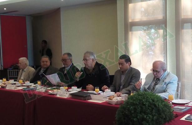 """Reynaldo Escobar presentó su libro """"Agenda Política"""" al Grupo de los Cien"""