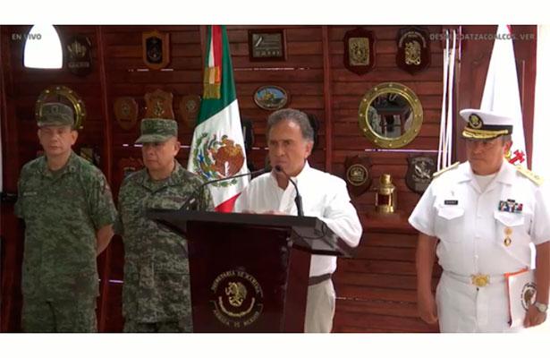 Niega gobernador detención de presunto homicida de familia en Coatzacoalcos