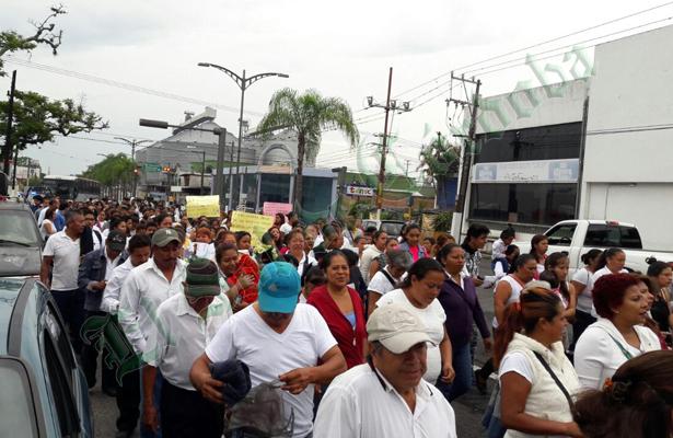 Empleados despedidos de 3M realizan marcha de protesta