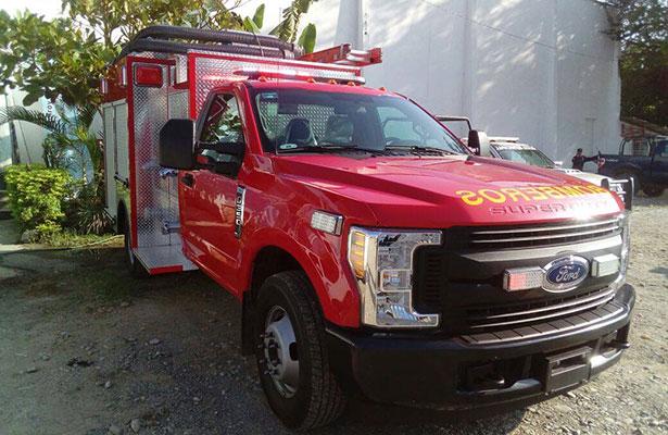 Fortalecen a Protección Civil con una unidad de bomberos