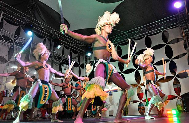 """Celebran la """"negritud"""" con Exposición artística en el puerto"""