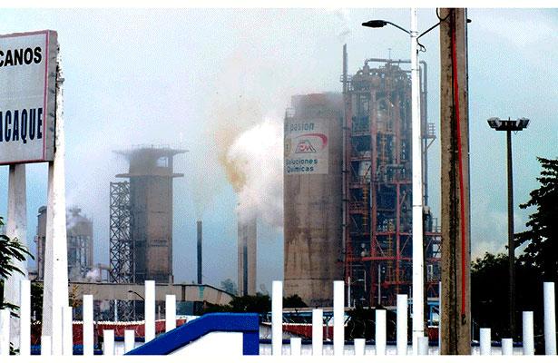 Fuga de amoniaco alarma a población de Minatitlán