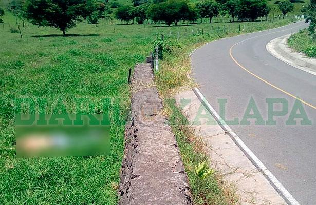 Ejecutado con dos disparos es hallado sobre carretera a Xico