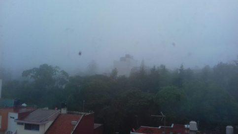 Asi está Xalapa esta mañana, con lluvia pertinaz y neblina cerrada.