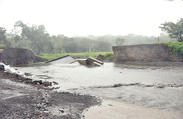 """Catemaco tiene su """"paso express""""; puente construido por SCT sólo duró 2 años"""
