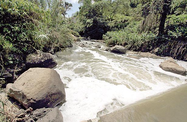 El Sedeño, turbio y contaminado; río recibe descargas de aguas negras