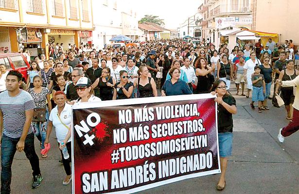 Exigen alto a la inseguridad; ciudadanos marchan por la paz