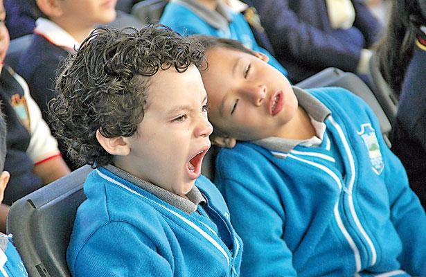 Entre llantos, bostezos y alegrías, retornan a clases 2.3 millones de alumnos
