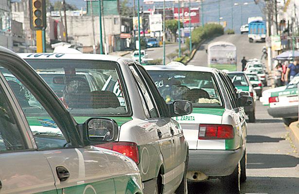 """Taxistas se organizan ante la inseguridad; """"debemos trabajar con cuidado"""""""