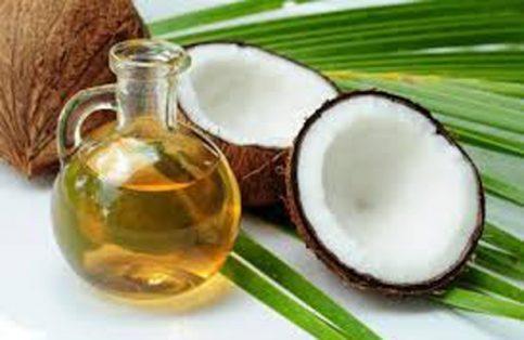Nutre y reparara tu cabello con aceite de coco.