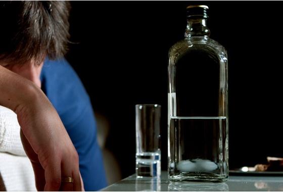 Tras detención de hombre que presuntamente embriagaba a su hijo de 6 años, hoy comperece la mamá