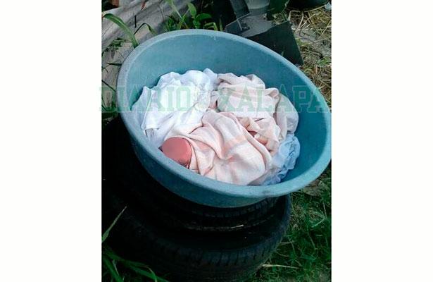 Recibe el DIF municipal bebé abandonada en una tina de plástico
