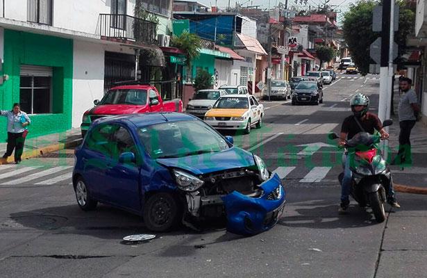 Choque ocasiona daños materiales por 12 mil pesos