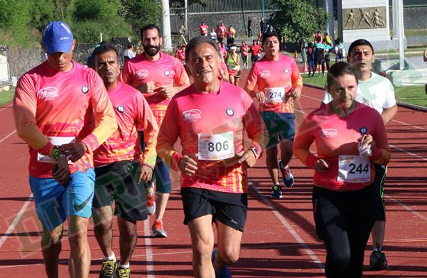 Yunes Linares corre 5 km para Ahteca