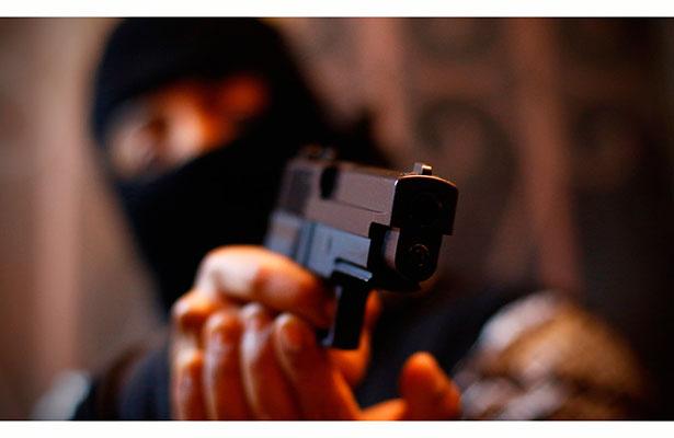 Irrumpen hombres armados en escuela primaria y roban $130 mil de las cuotas