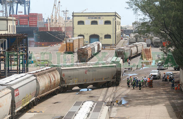 Se descarrillan dos furgones en zona portuaria de Veracruz