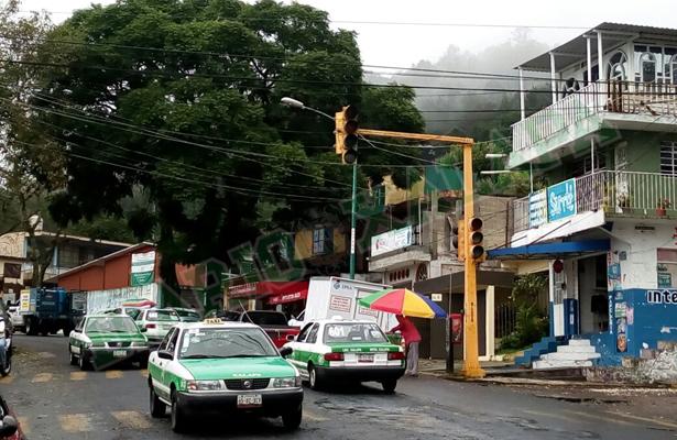 """Semáforos descompuestos en Xalapa por """"Franklin"""""""